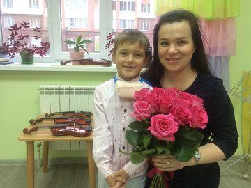 Логинов Кирилл 6 лет. Всегда с огромным желанием идет на занятия к любимому педагогу.