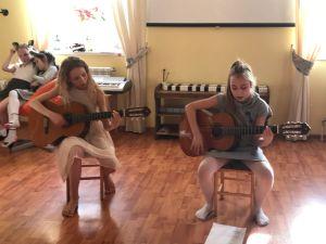 музыкально-поэтический вечер у школьников прошел 12 апреля